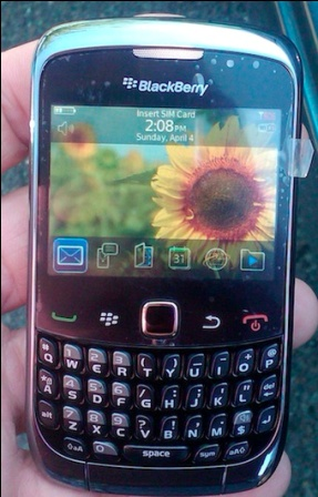 Photos: BlackBerry Curve 9300 gets Leaked