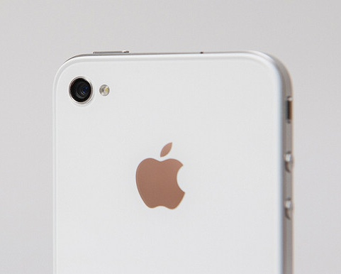 differences between white and black iphone 4